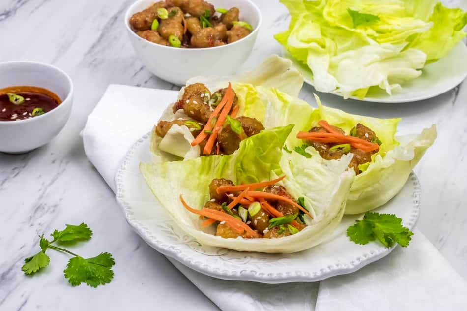 This easy & delicious Bang-Bang Shrimp lettuce cups party recipe is exactly what your New Year's Eve bash needs! Check it out!