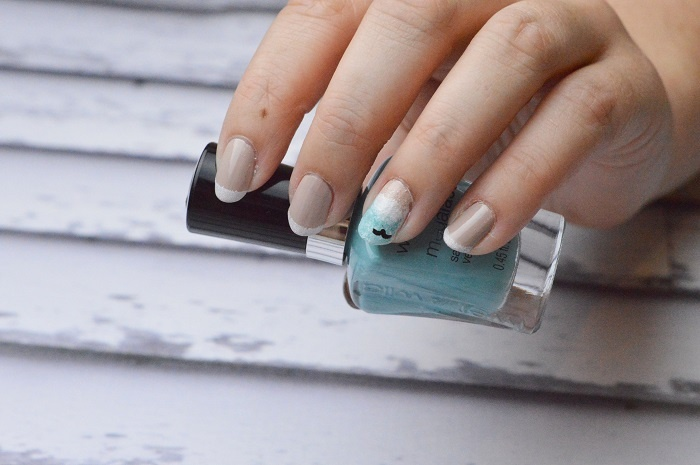 Beach Waves Nail Art Design The finished nails look gorgeous!