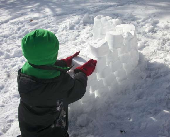 Buld a Snow Fort: Snow Day Activities for Kids