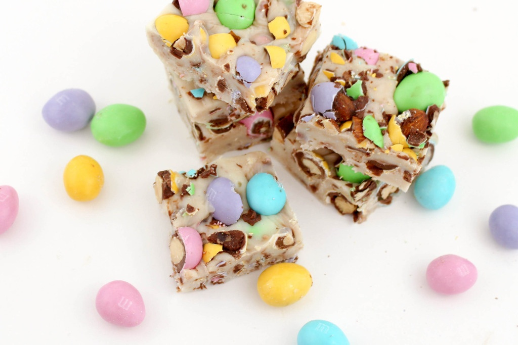 Need a sweet treat? We have a super simple Easter Fudge recipe that will knock those bunny ears off for a party or as sweet gifts! Yum!