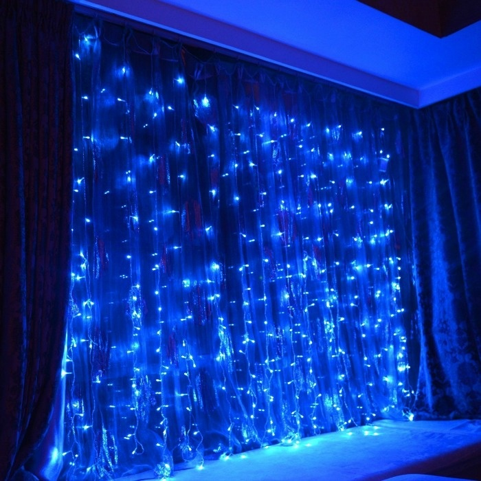 7 Glow In The Dark Christmas Party Ideas That Will Make You Want To Rock Around The TreeL: Glow Icicle Wall