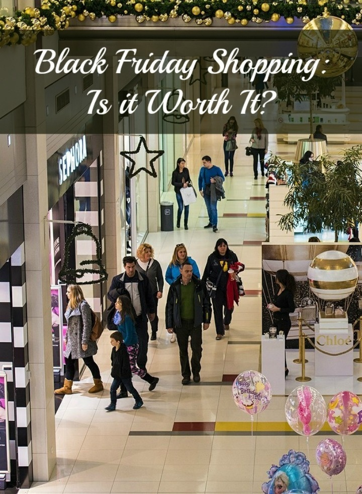 Black Friday is the biggest shopping day of the year, but is it really worth getting out of bed & dealing with crowds? Check out the pros and cons of Black Friday shopping and decide for yourself!