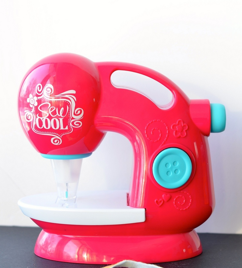 Create fun sewing crafts for kids with Sew Cool Studio