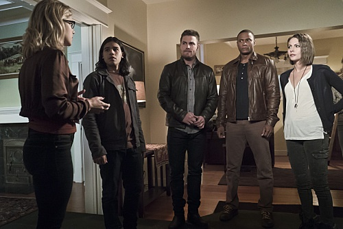 Arrow Season 4 Episode 8- Legends of Yesterday Recap & Highlights from the Flash Crossover Event