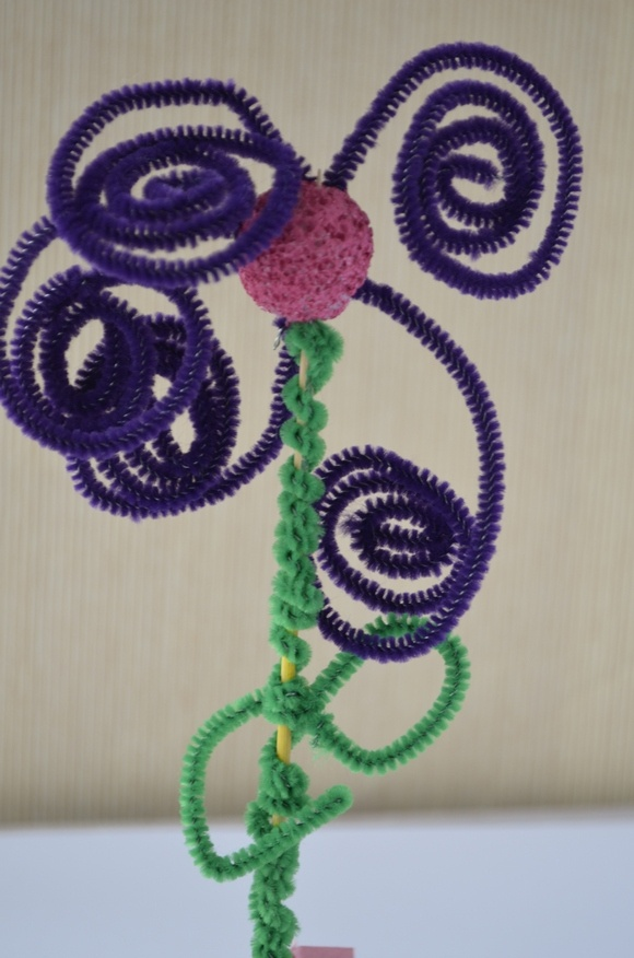 How to make this easy pipe cleaner flower craft for kids