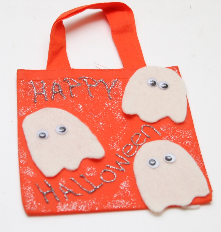 Scare up Some Fun With Mini Halloween Bags Craft for Kids | Ghost Bag